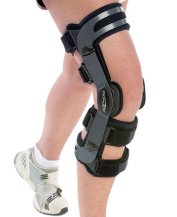 Image: The DonJoy OAdjuster OA Valgus Knee Brace (Photo courtesy of DonJoy).